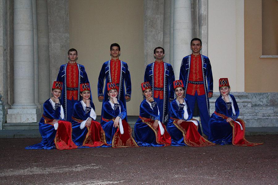 Выступление ансамбля АрмСтайл в Стрельне. Фото 1